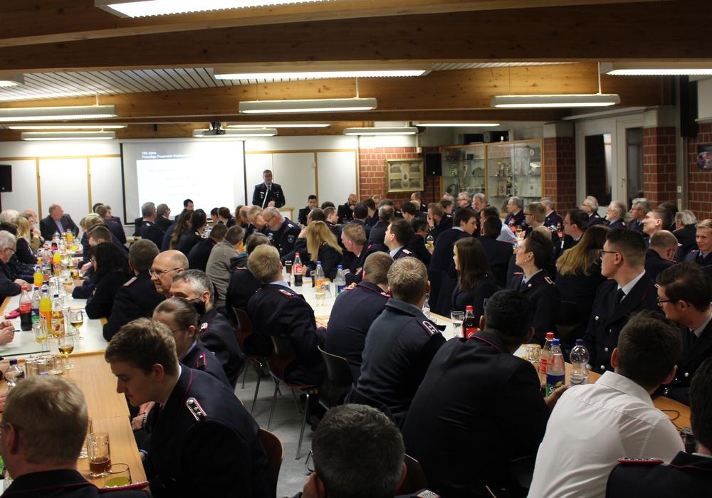 Bei der Jahreshauptversammlung der Feuerwehr Wolfenbüttel standen Ehrungen und Beförderungen auf der Tagesordnung. Ortsbrandmeister Kurt Jakobi blickte zudem auf das vergangene Jahr zurück. Fotos/Podcast: Marian Hackert