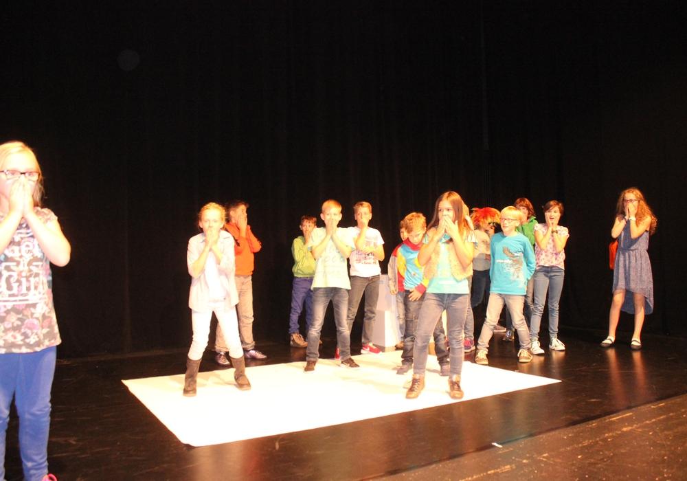 Die Kinder des Theater-Labors präsentierten am Freitag ihre Stücke auf der Studiobühne im Lessingtheater. Fotos. Anke Donner