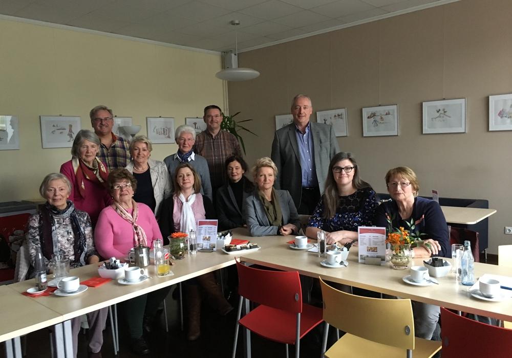 Die Teilnehmer der Gesprächsrunde im Solferino: Hinten links Frank Lillie, hinten rechts Frank Oesterhelweg. Foto: Privat