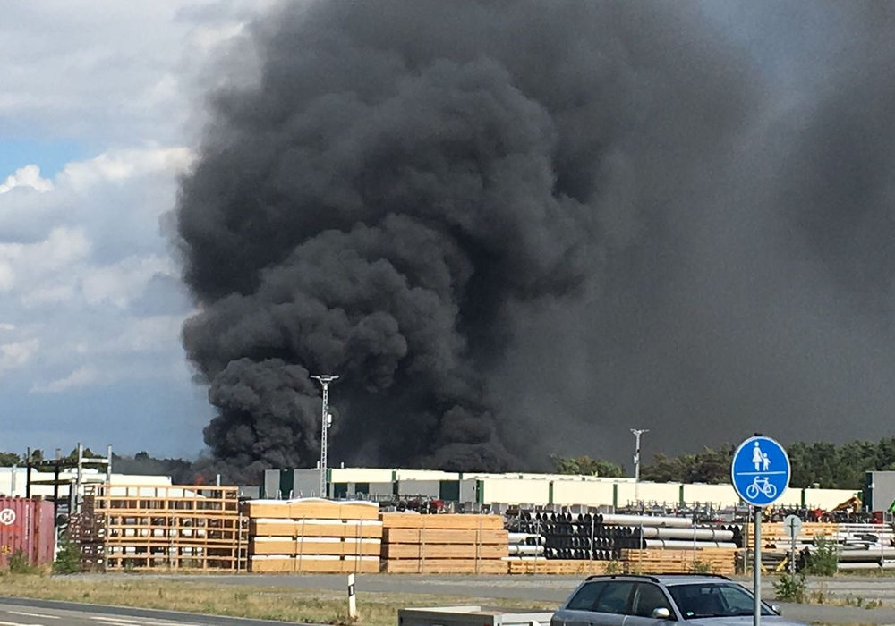 Ein Großbrand richtete am vergangenen Samstag erheblichen Schaden bei der Firma Butting in Knesebeck an. Foto: Aktuell24 (Archiv)