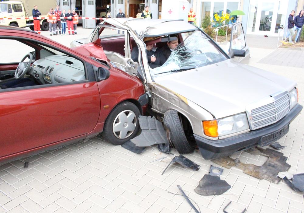 Bei dem Unfall entstand ein Schaden von schätzungsweise 12.000 Euro. Symbolfoto: Max Förster