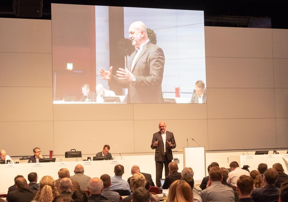 Mehr als 300 Betriebsratsmitglieder aller deutschen Konzernstandorte waren nach Wolfsburg in den Kongresspark gekommen. Fotos: Konzernbetriebsrat