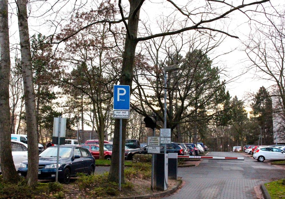 Gibt es zu wenig Parkplätze am Klinikum? Marion Lenz verneint das. Foto: Sina Rühland