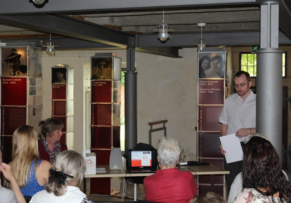 """Die Wanderausstellung """"Was damals Recht war..."""" endete heute mit einer Lesung. Foto: Jan Borner"""