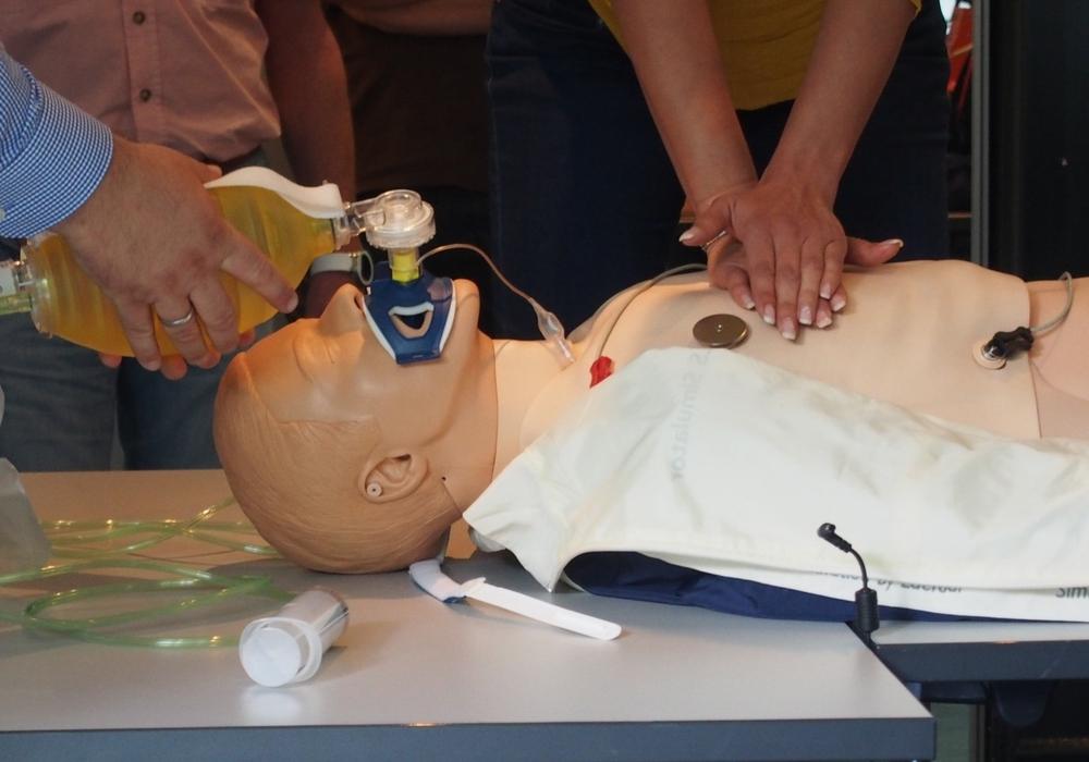 Reanimationsworkshop an der Fakultät Gesundheitswesen der Ostfalia. Foto: Ostfalia Hochschule für angewandte Wissenschaften