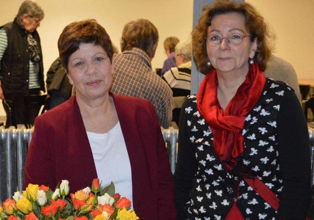 Margit Richert (rechts) und Susanne Löb bei der Frauentagsparty in Sickte. Foto: Privat