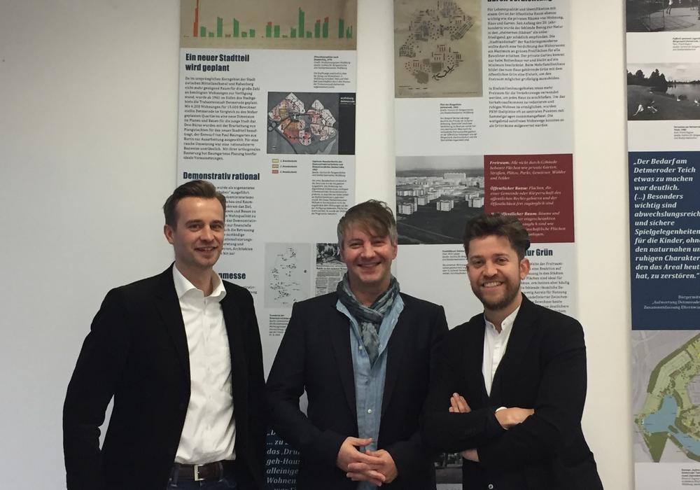 Das Beraterteam der InfoZentrale mit (von links) Jonas Fahlbusch, Tobias Kuhlmann und Predrag Gorgiev. Foto: Stadt Wolfsburg