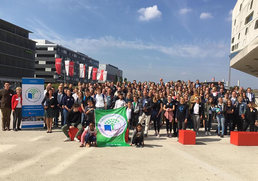 Alle Teilnehmer der Preisverleihung vor dem phaeno in Wolfsburg. Foto: phaeno