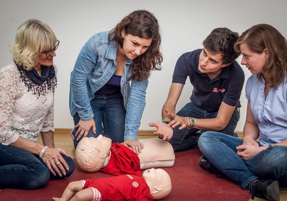 Erste Hilfe am Kind Foto: Johanniter