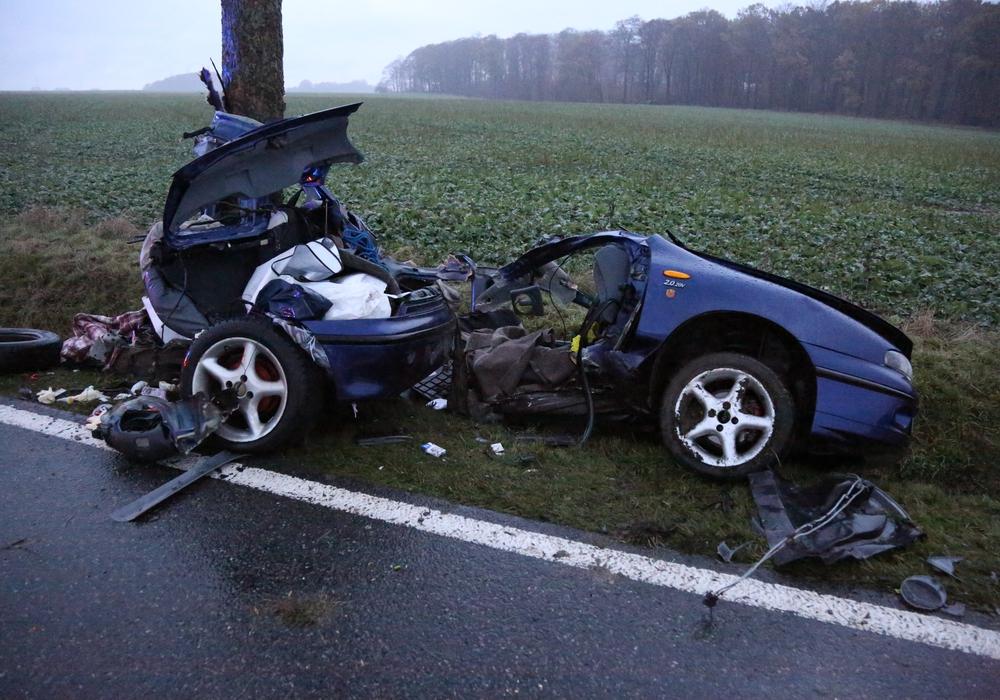 Für den Beifahrer und die hinter ihm sitzende Person kam jede Hilfe zu spät. Foto: aktuell24(BM)