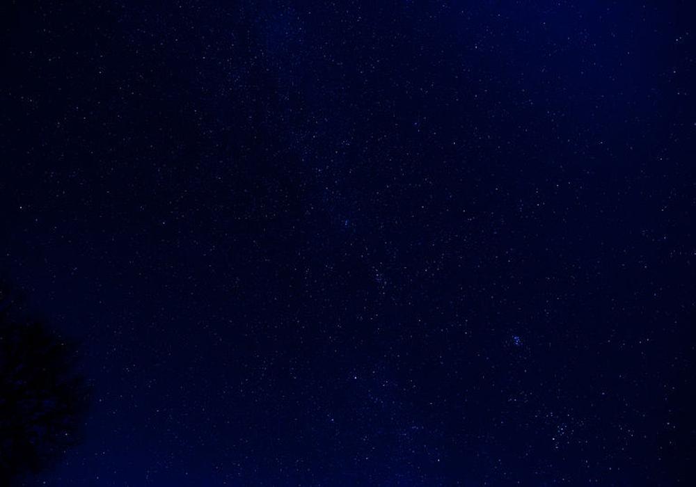 Am Himmel könnte es in den nächsten Nächten eine menge Sternschnnuppen zu sehen geben. Foto: Deep Sky/aus Wikimedia Commons/Caliban/Ali-Khan CC-BY-SA-3.0