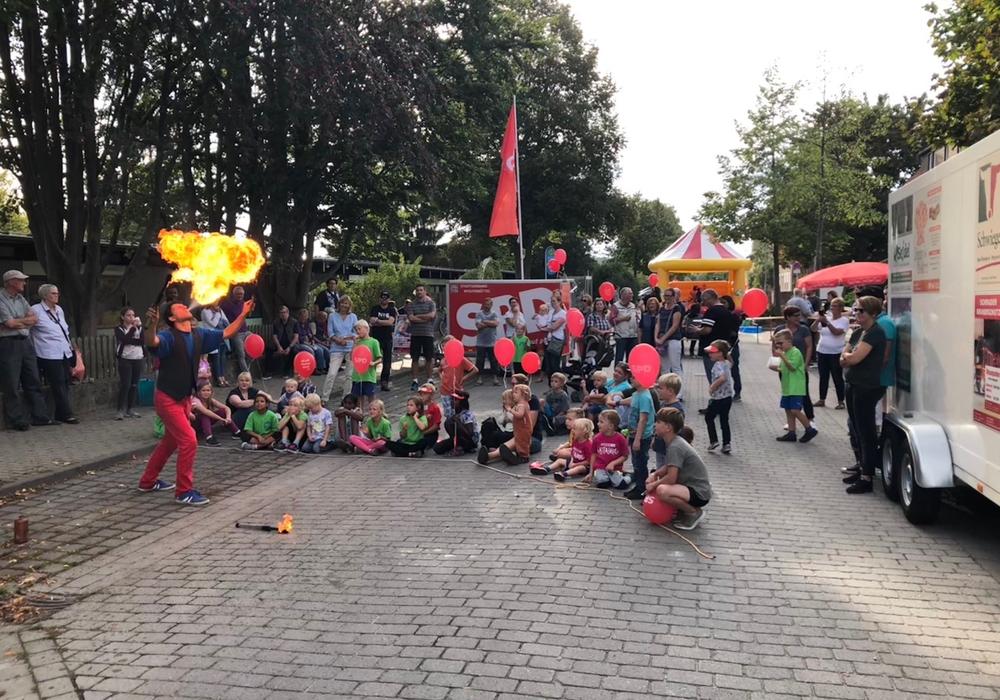 Die Feuershow begeisterte die Kleinen. Foto: SPD Wolfenbüttel