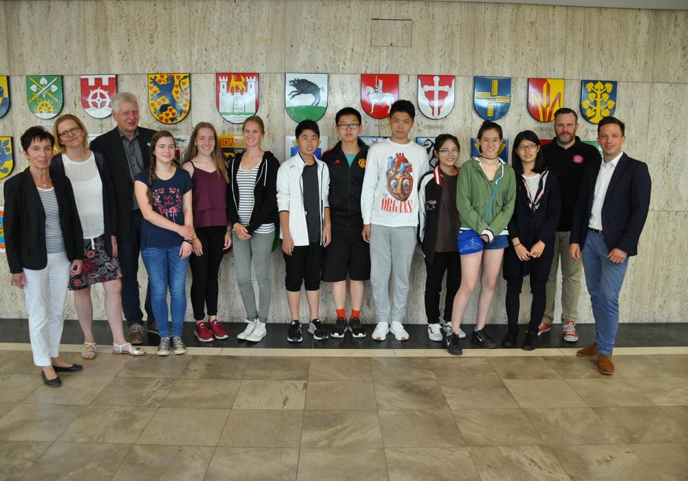 Das sind die chinesischen Schüler, die in Empfang genommen wurden. Foto: Stadt Wolfsburg