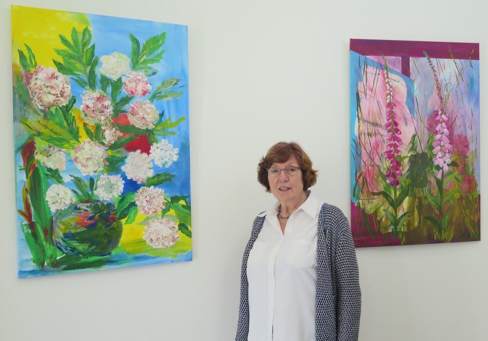Ursula van der Veen zeigt noch bis November ihre Landschafts- und Blumenbilder in der Galerie im Turm. Foto Landkreis