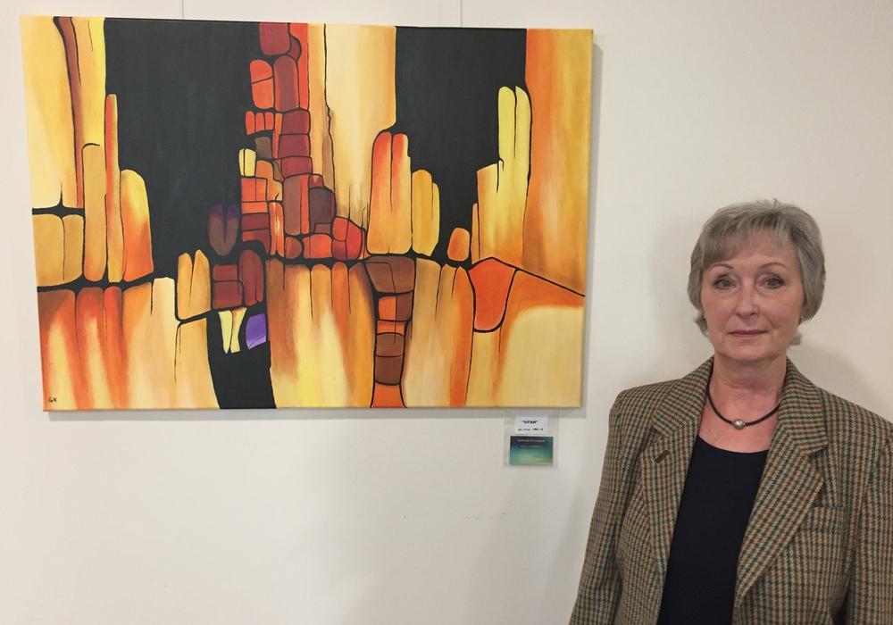Kunstmalerin Gabriele Krönigkeit stellt bis Ende des Jahres im Helios Klinikum Gifhorn ihre Bilder aus. Foto: Helios