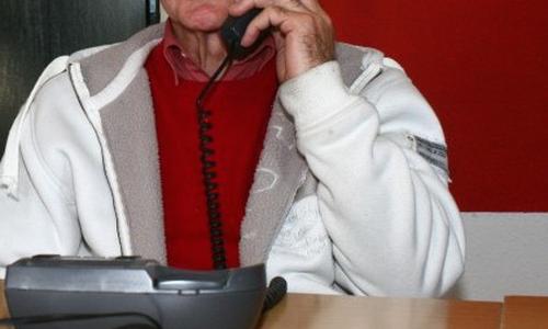 (Symbolbild) Rentner, Trick, Betrug, Telefon