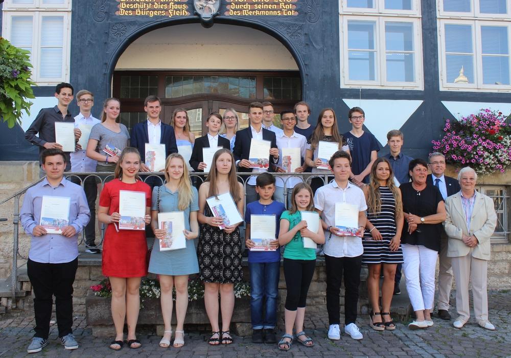 Im Jahr 2017 gab es noch ein paar mehr Schüler die für ihr Engagement vom Rat der Stadt Wolfenbüttel geehrt werden konnten. Archivfoto: Anke Donner
