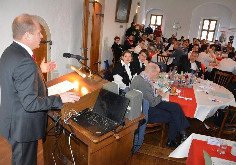 Landrat Gerhard Radeck bei der Diözesan- und Delegiertenversammlung der Malteser auf Burg Warberg. Foto: Malteser