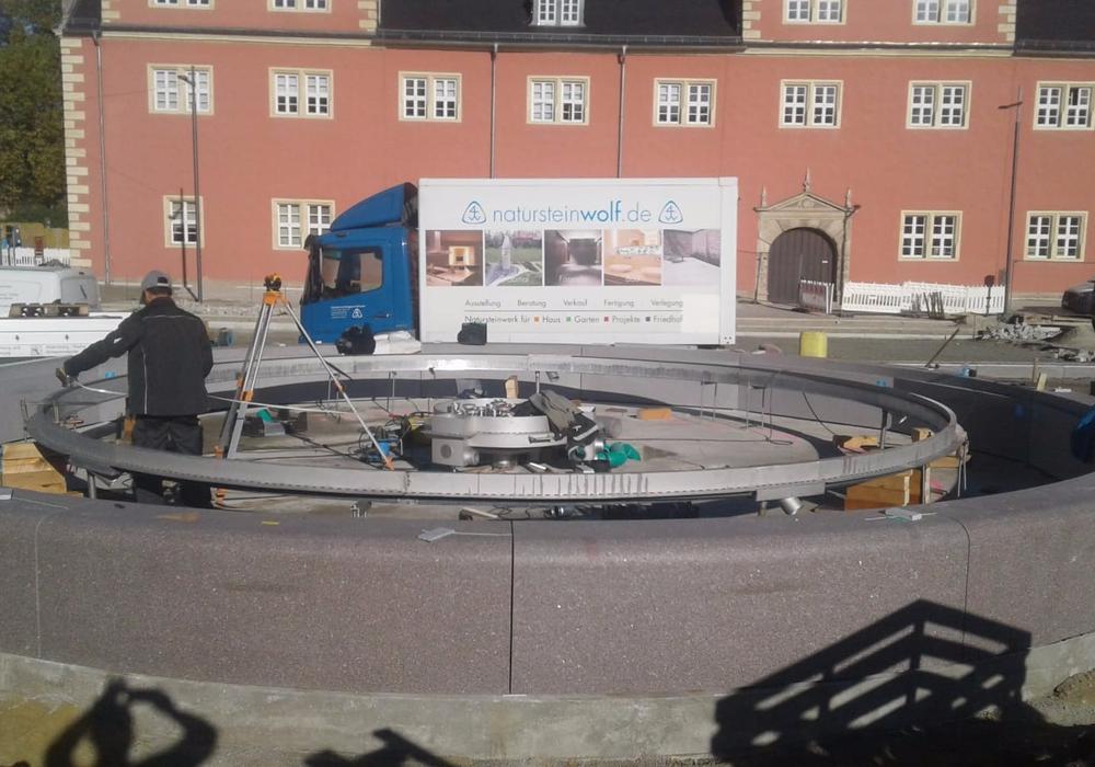 Schwedischer Granit auf dem Wolfenbütteler Schlossplatz: Aus diesem Naturstein wird der neue Brunnen gefertigt. Foto: natursteinwolf