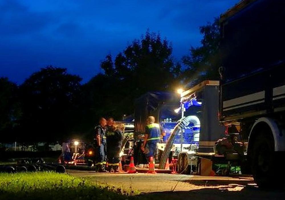 Auch in der Nacht wurde gearbeitet. Fotos: THW Peine