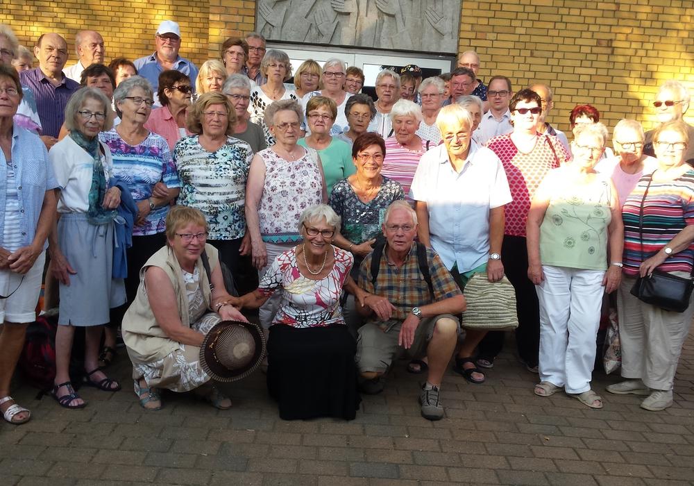 Die Senioren auf ihrer Fahrt zur Weser und nach Holzminden. Foto: Kirchenkreis Peine