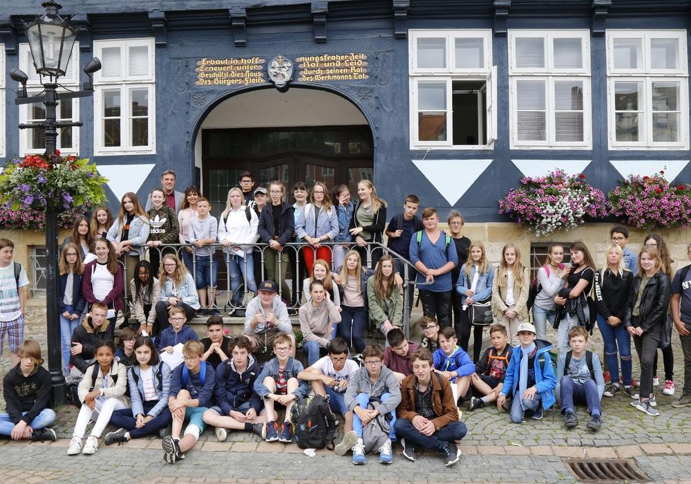 Schüler aus Flers besuchten das Rathaus. Foto: Thorsten Readlein