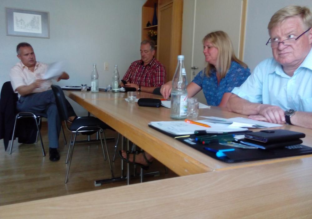 Oesterhelweg zu Gast bei der Vorstandssitzung und Mitgliederversammlung der Gemeinde Ösel. Foto: Privat