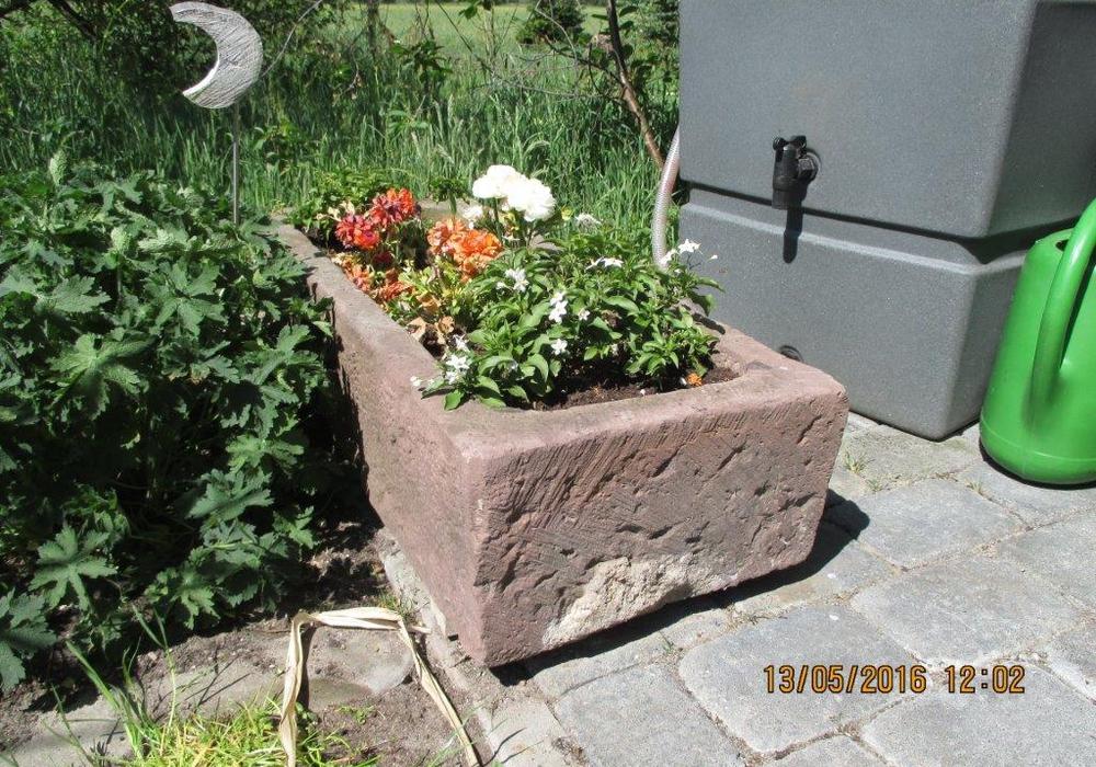 Dieser Steintrog wurde entwendet. Foto: Polizeiinspektion Gifhorn