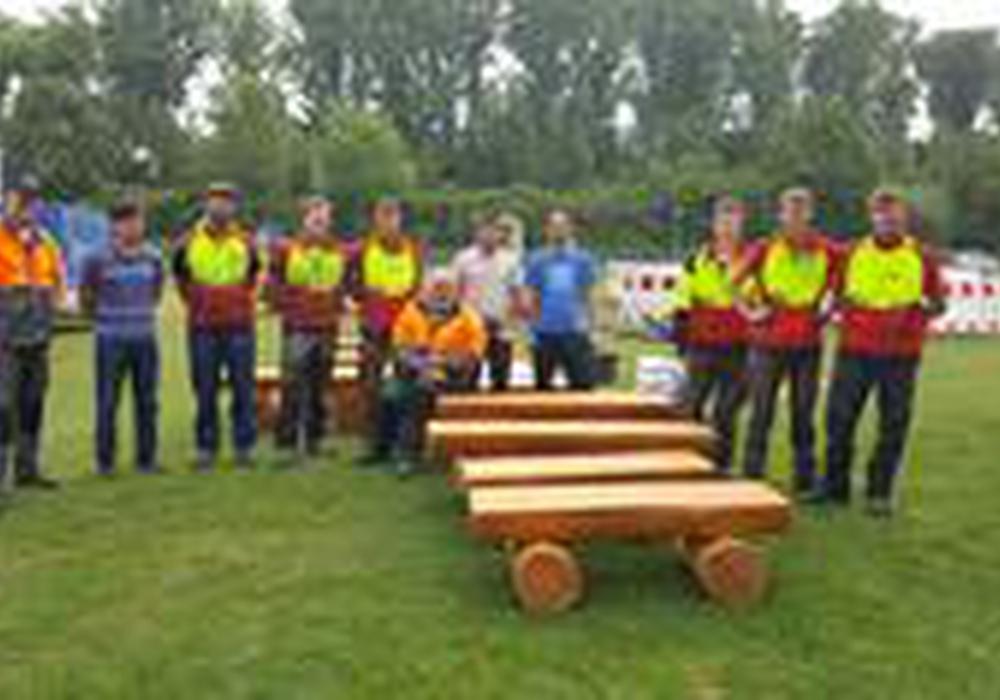 Neue Holzbänke für die Gemeinschaftsunterkunft. Foto: Niedersächsische Landesforsten Wolfenbüttel