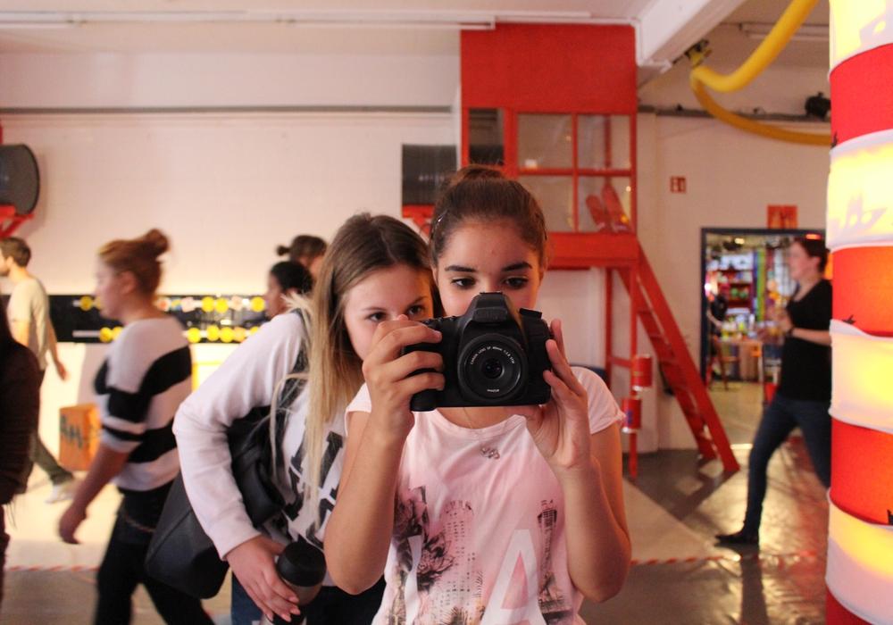 Die Kinder des talentCAMPus entdecken die Nachrichtenwelt im AHA-ERLEBNISmuseum. Fotos: Jan Borner