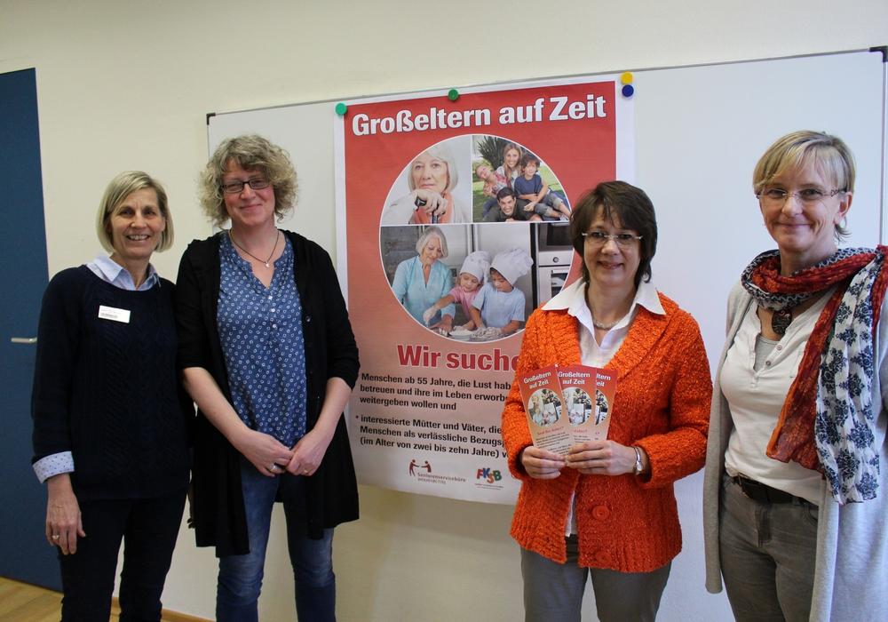Anette Müller-Damrath (Leiterin Seniorenservicebüro), Heidrun Ripke (EFB), Sabine Görlitzer-Toewe (EFB) und Sandra Schneider (vom Familien- und Kinder-Service-Büro). Foto: Max Förster