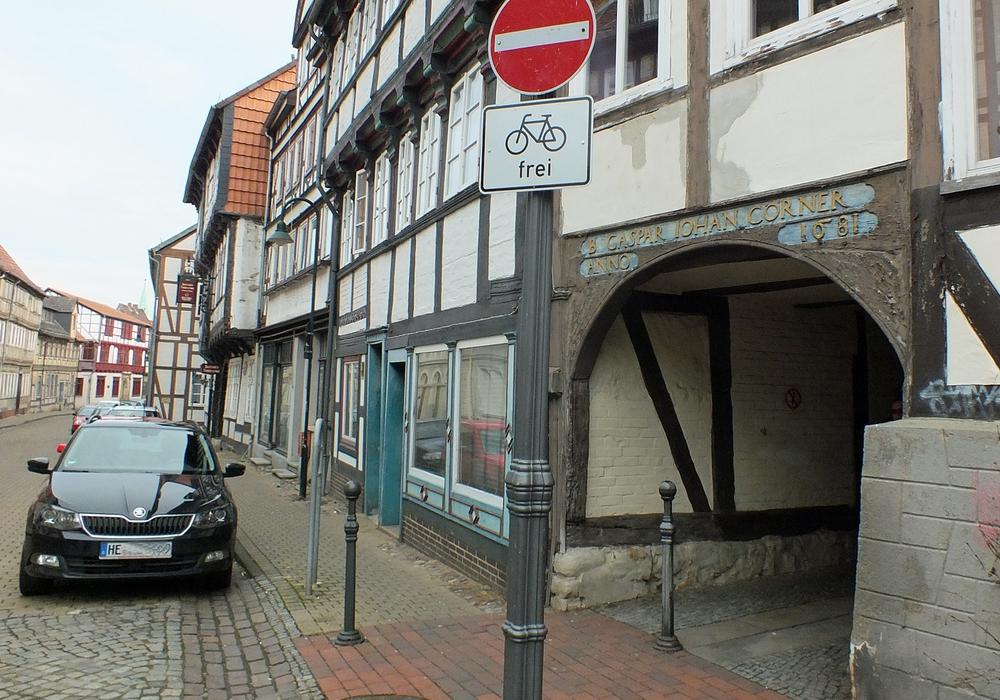 Die Radwegroute vom Markt über die Kybitzstraße und Streplingerode bis zum Wall wurde inzwischen gegen die Richtung der Einbahnstraßen frei gegeben. Foto: Kreisverkehrswacht Helmstedt/ Achim Klaffehn