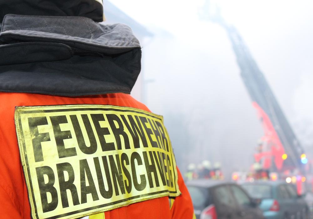 Ein Mann überlebte die massiven Rauchgas- und Brandverletzungen nicht. Symbolfoto: Anke Donner