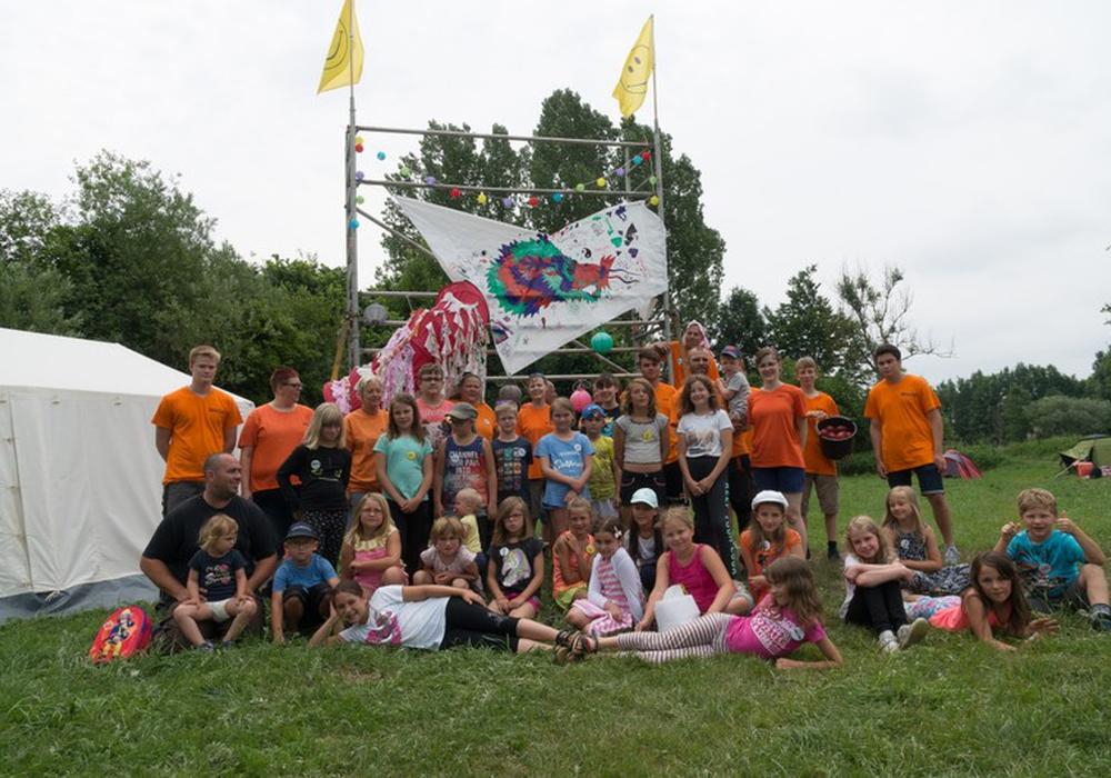 Ein ereignisreiches Wochenende liegt hinter den Kindern und Betreuern des diesjährigen Zeltlagers der Jugendfreunde Werlaburgdorf. Fotos: Jugendfreunde