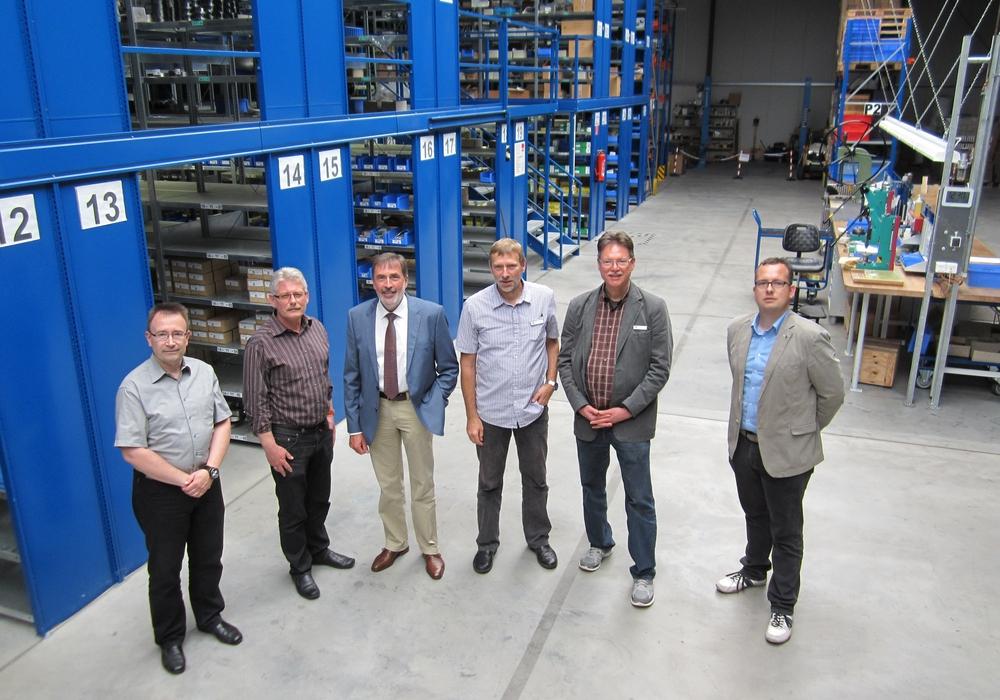Die Gesprächsteilnehmer während der Betriebsbesichtigung. Von links: A. Bartels, U. Bosse, P. Walte, V. Oelrich, Th. Meyer, St. Ullrich-Kleiner. Foto: Walte