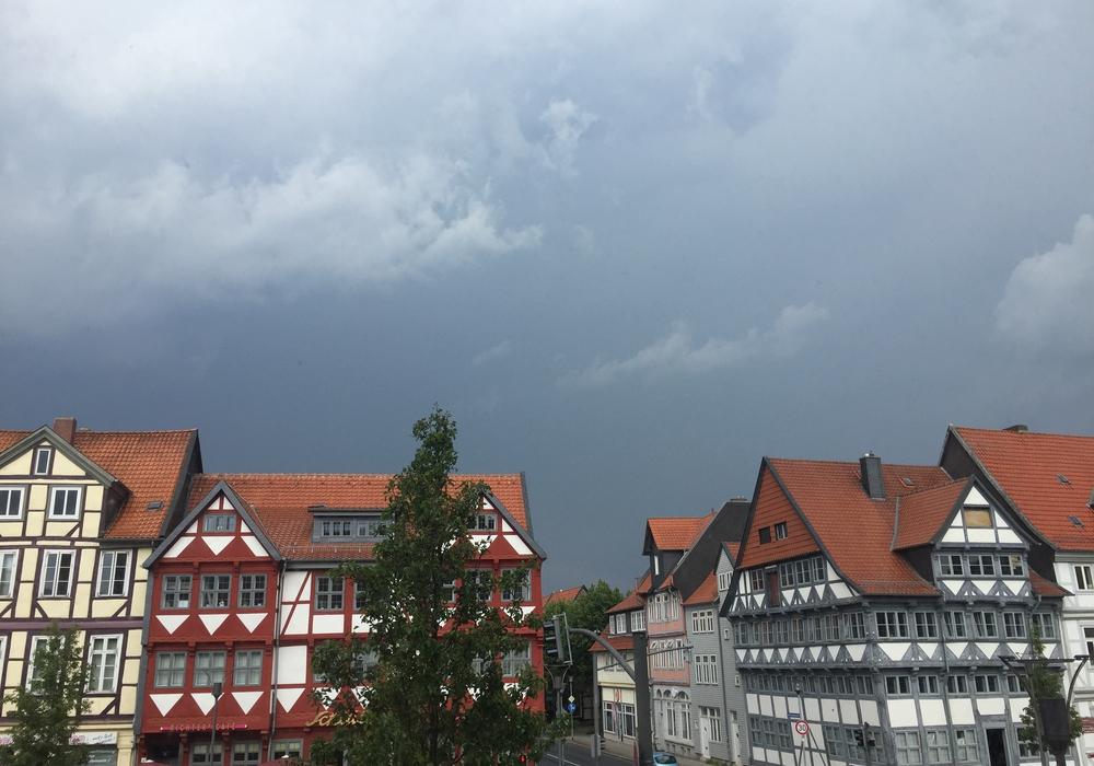 Der Deutsche Wetterdienst weist daraufhin, dass es möglicherweise zu schweren Unwettern in der Region kommen kann. Symbolfoto: Anke Donner