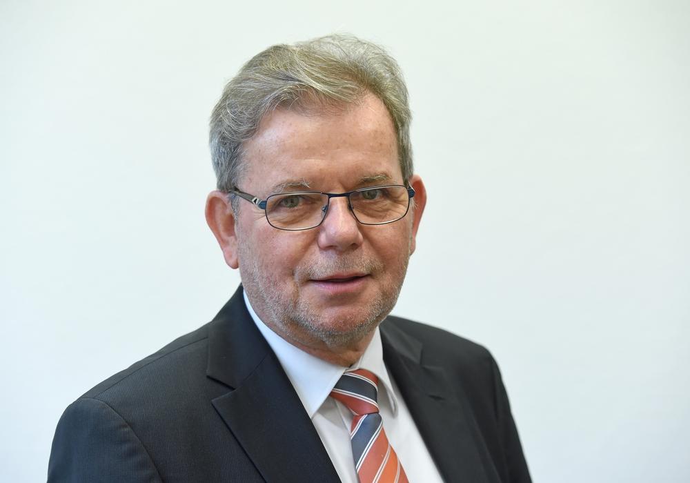 Horst Schiesgeries beklagt die Unterrichtsversorgung in Gifhorn. Foto:  Holger Hollemann/dpa