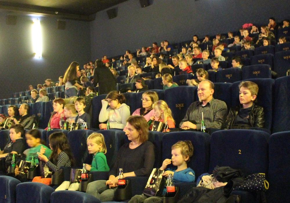 170 Kinder hatten sich auf Einladung des Lions Club zur Kinovorstellung im C1 eingefunden. Fotos: Marian Hackert
