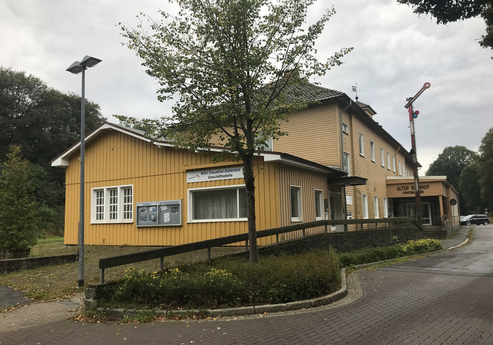SPD-Landtagsabgeordnete Petra Emmerich-Kopatsch teilt mit, dass die energetische Sanierung der Stadtbibliothek zu 50 Prozent gefördert werde. Foto: Petra Emmerich-Kopatsch
