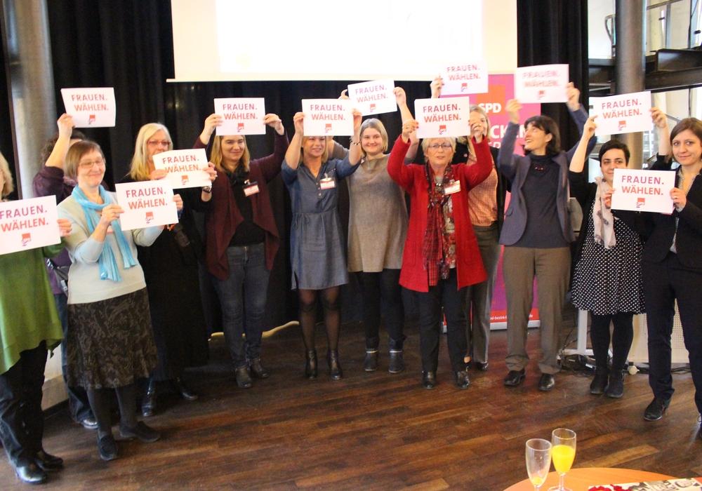 """Frauen Wählen"" hieß der Appell des ASF-Vorstandes. Fotos: Max Förster"