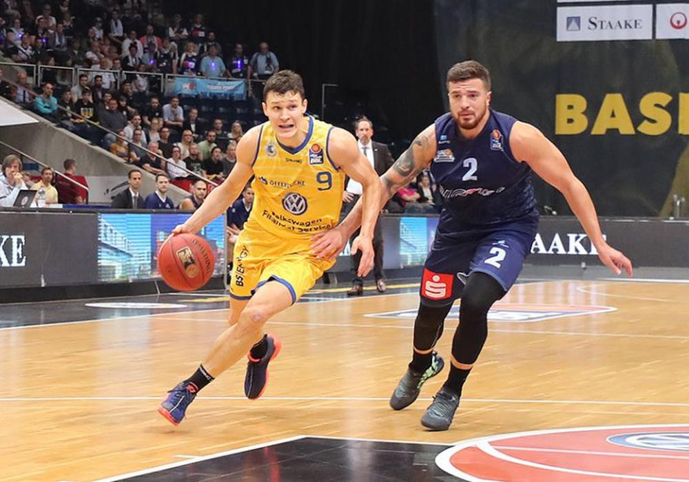 Zygimantas Janavicius und die Basketball Löwen empfangen am Sonntag die Telekom Baskets Bonn. Foto: Agentur Hübner