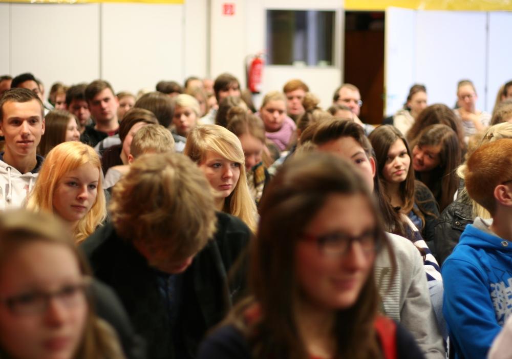 Die Abstandsregeln an Schulen soll nach den Sommerferien fallen. Der Verband Niedersächsischer Lehrkräfte hält den Beschluss für verfrüht.