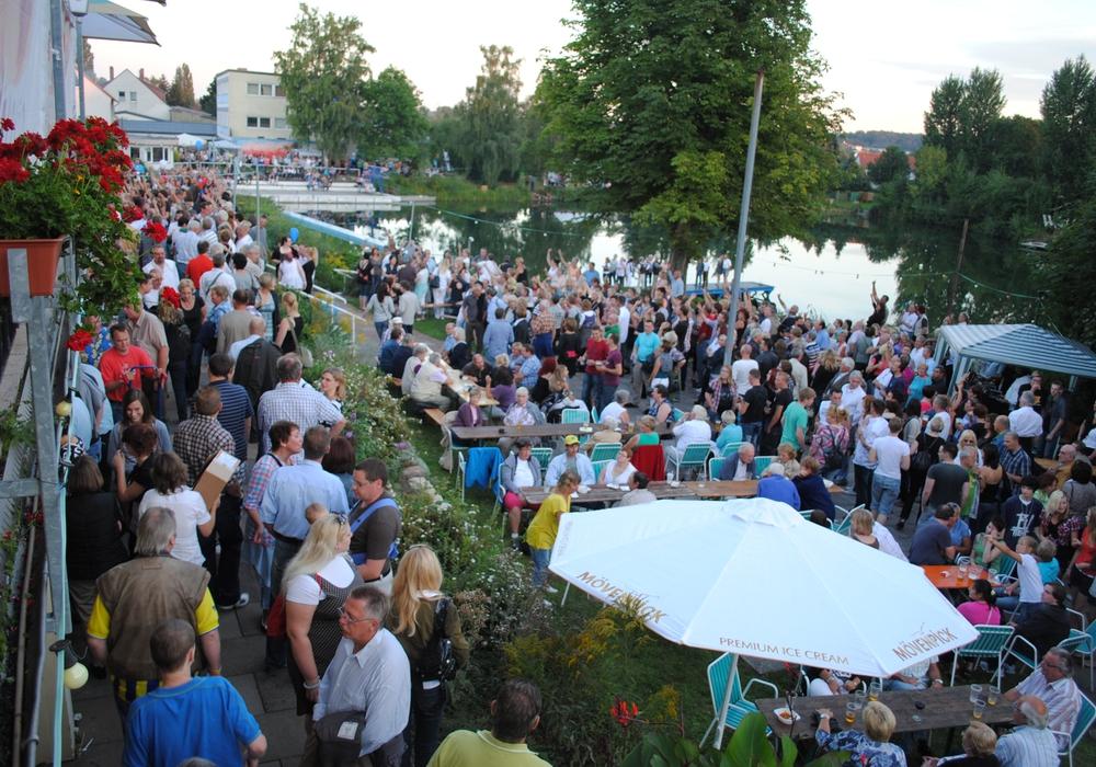 Am Samstag wird es zum traditionellen Lichterfest am Fümmelse wieder gerappelt voll. Foto: Archiv