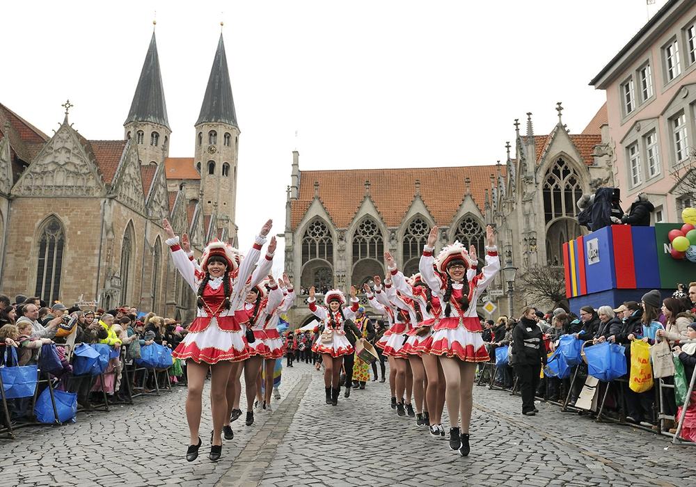 Mit drei Stunden Sendezeit überträgt der NDR den größten Karnevalsumzug Norddeutschlands am Sonntag ab 13 Uhr vom Altstadtmarkt aus. Foto: Braunschweig Stadtmarketing GmbH/Daniel Möller