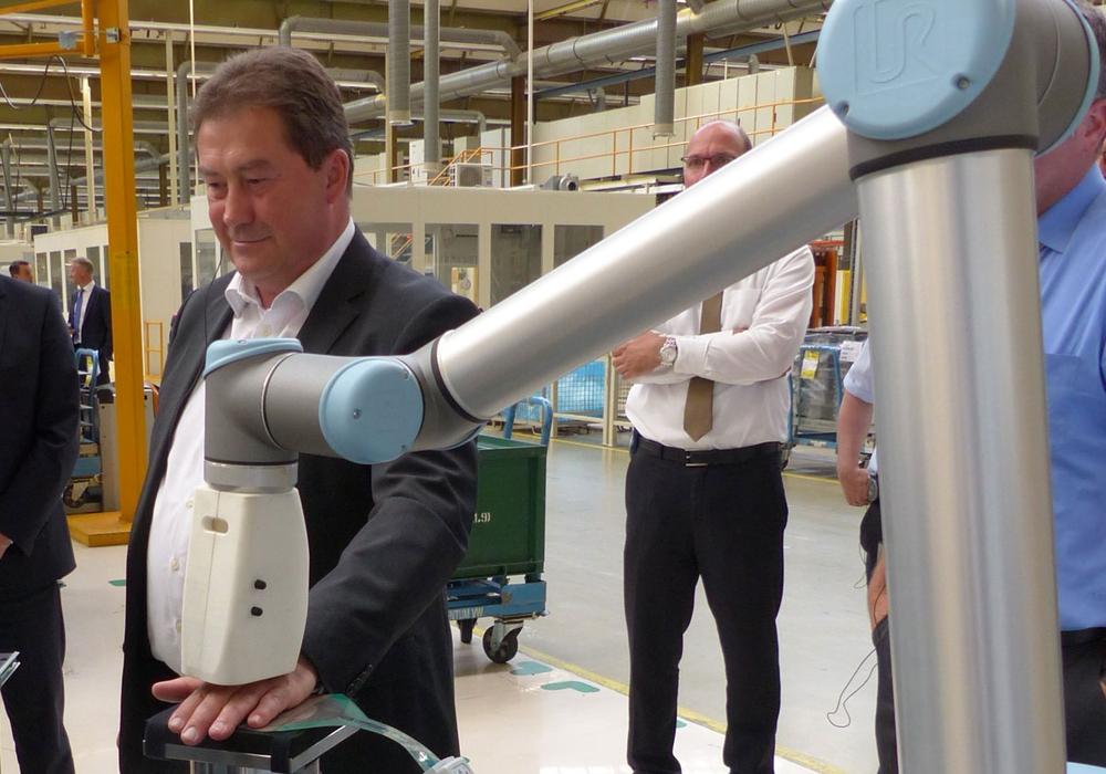 Uwe Lagosky zu Besuch im VW Werk Salzgitter. Foto: CDU