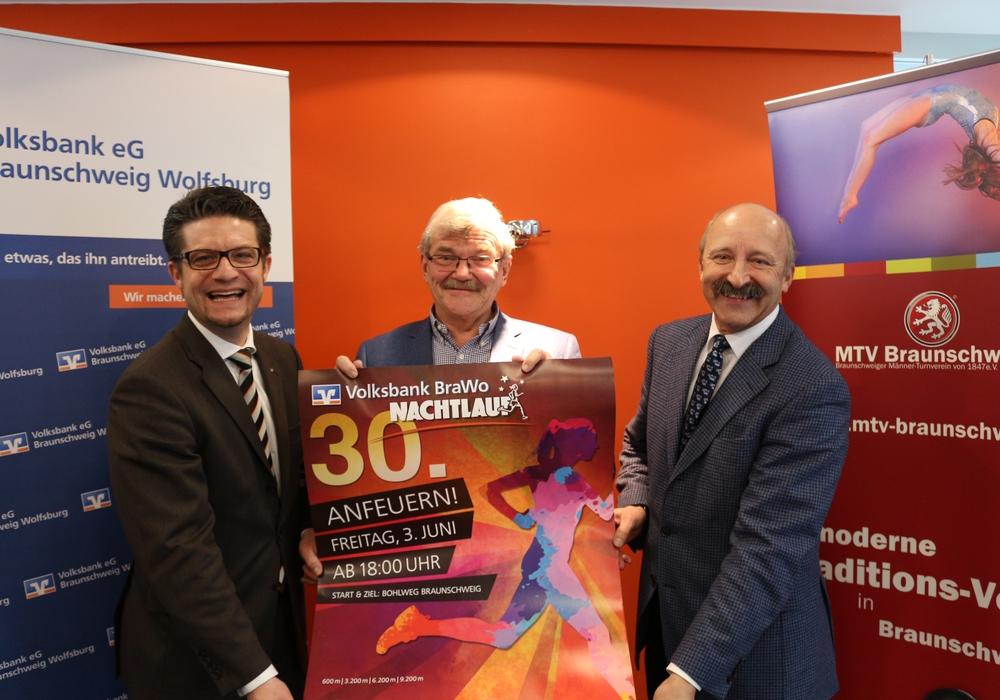 Carsten Überschär, Otto Schlieckmann und Bernd Schroers bei der Vorstellung der 2016-Ausgabe.  Foto: Robert Braumann