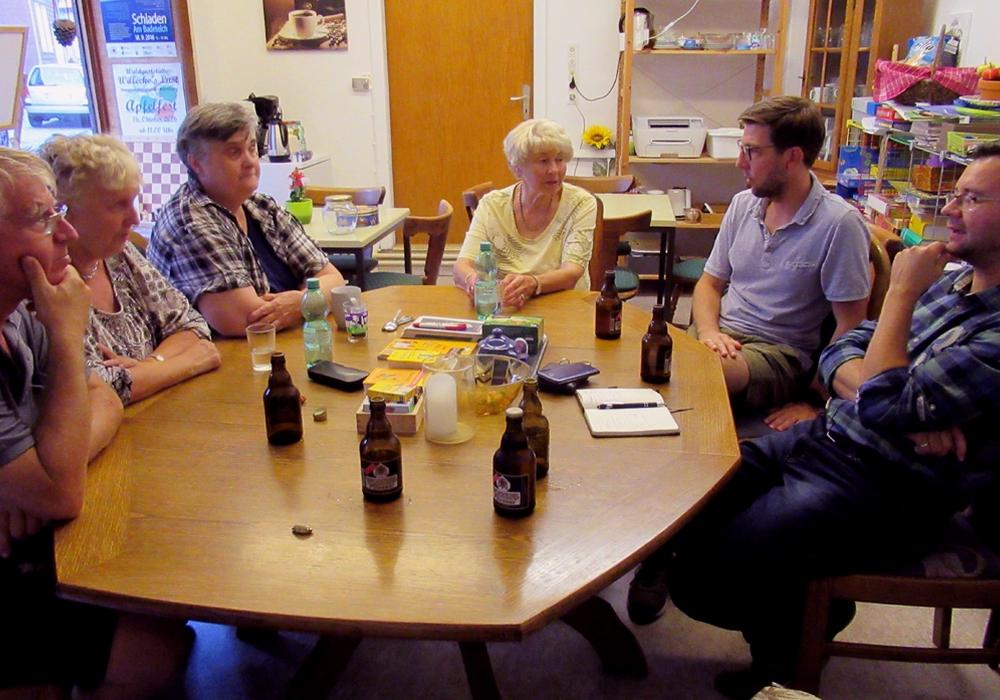 """Lebhafte Gespräche entwickelten sich im """"BUNTEN SOFA"""". Foto: P. Illner"""