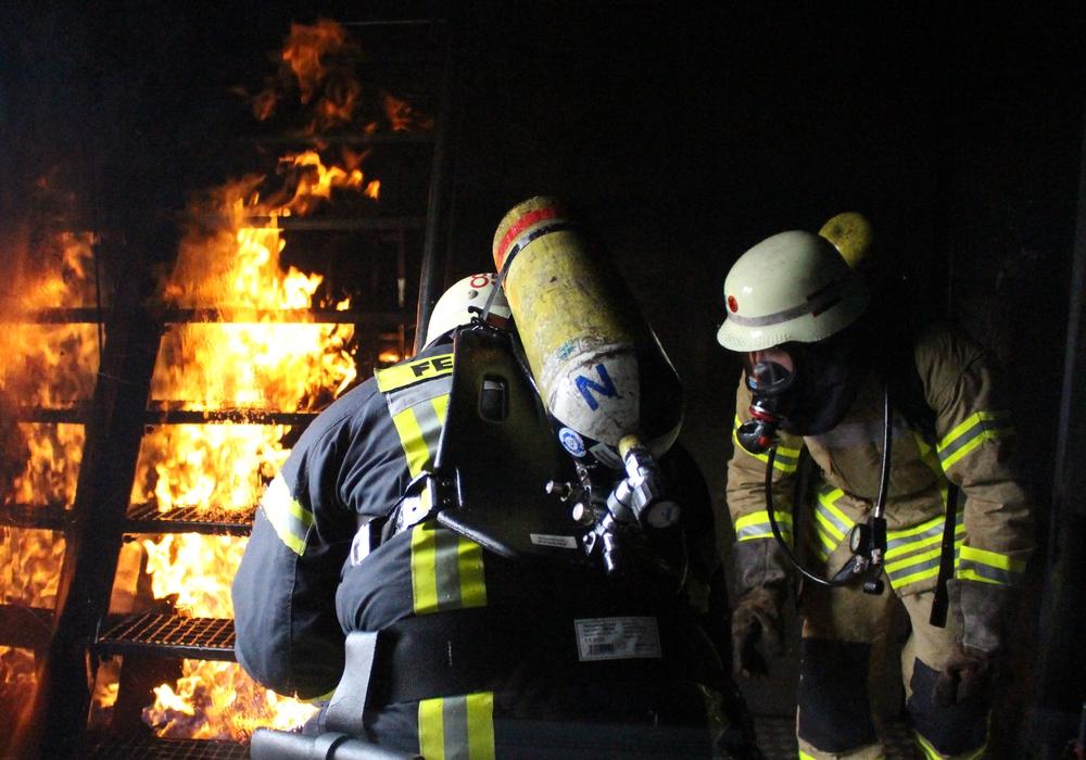 Wie geht die Feuerwehr mit den Bränden um? Und wie groß ist die Sorge, dass die Brandstifter aus den eigenen Reihen stammen. Dazu äußern sich Kurt Jakobi und Tobias Thurau. Foto: