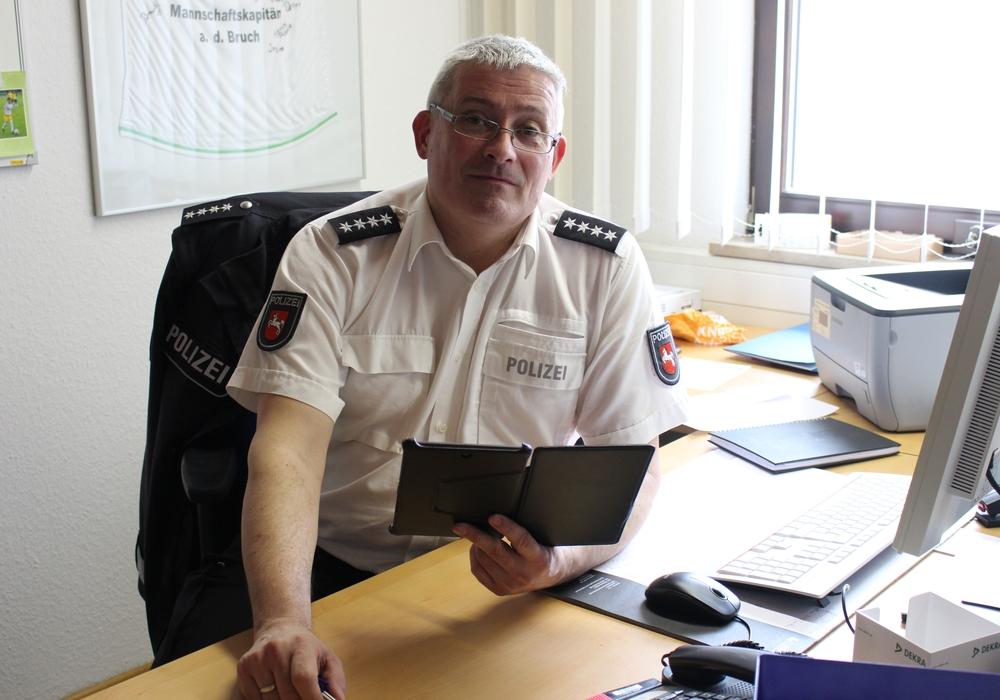 Dienststellenleiter Jens Aus dem Bruch stellte die Kriminalstatistik für die Polizeistation Fallersleben vor. Foto: Eva Sorembik