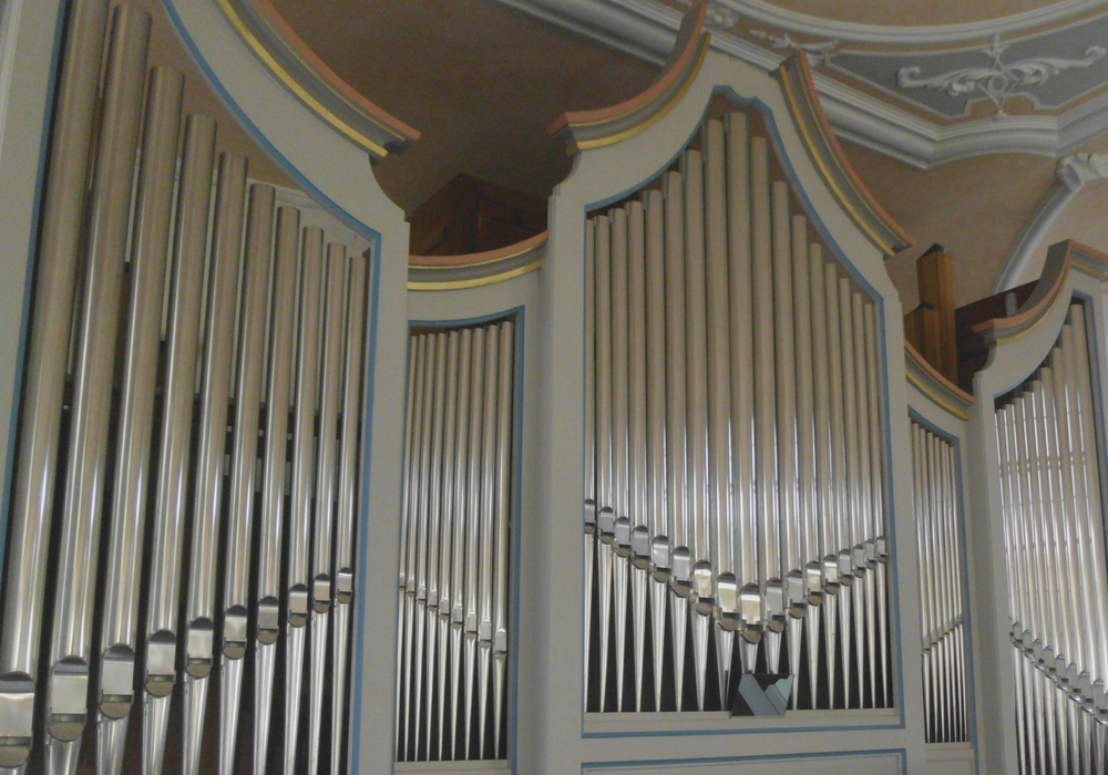 Bei einer Orgelführung können Gäste das Instrument genauer begutachten. Foto: St. Stephanus